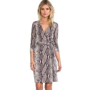 Diane von Ferstenberg Wrap Dress Python Print Sz 6